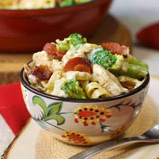 Bacon Lovers Chicken Alfredo with Fettuccine and Broccoli.