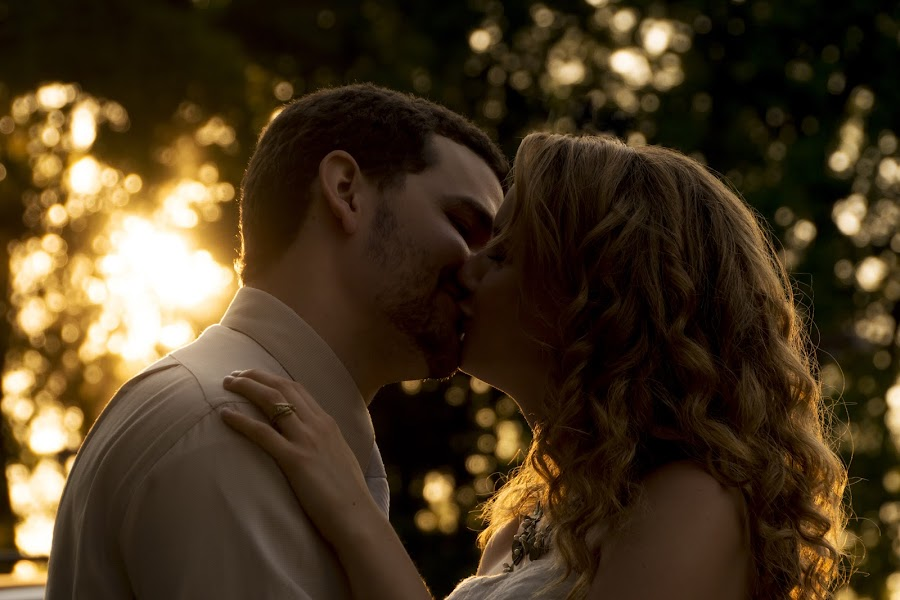 Warm kisses by Andrew Hale - People Couples