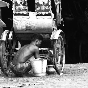 A Hard working person by Suaib Akhter - People Professional People ( bangladesh, rickshaw puler, rickshaw, hard working person )