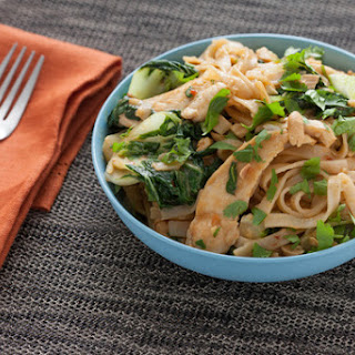 Chicken Pad Thai With Peanut Sauce Recipes.
