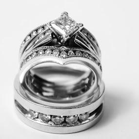 hardwear by Star Image - Wedding Details ( rings black and white wedding )