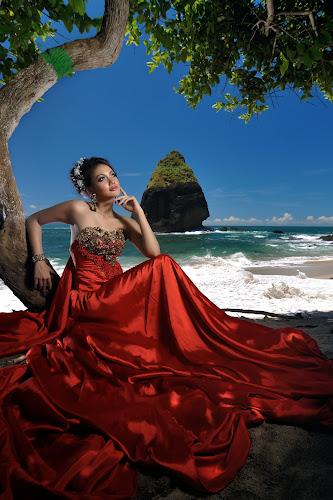 Red Queen by Bob Shahrul - People Portraits of Women ( fashion, model, lighting, indonesia, beach, nikon, papuma, potraiture )