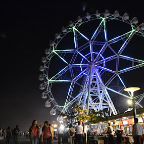 a beauty site down here... by Horhe Jacon Tolentino - City,  Street & Park  Night ( people, ferris wheel )