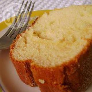 Bolo de leite condensado (Brazilian condensed milk cake).