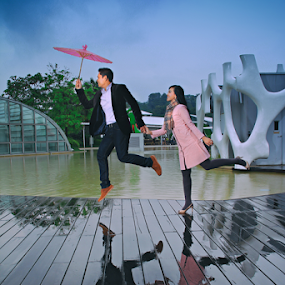 Flying With Love by Tofan Wisuda Nova - People Couples