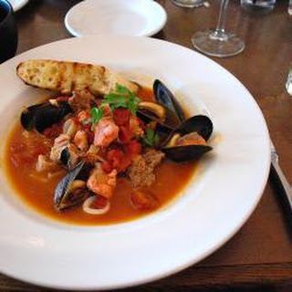 Steamed Mussels With Tomatoes And Wine.