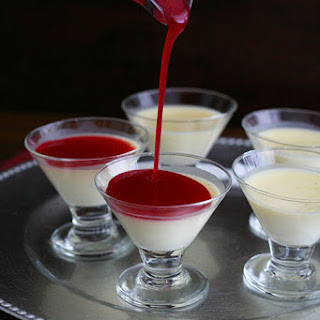 Vanilla Bean Panna Cotta with Cranberry Coulis – Low Carb and Gluten-Free.