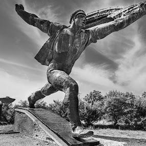 Towards the Rising Sun by Franco Beccari - Buildings & Architecture Statues & Monuments ( blackandwhite, budapest, statue, memento park, black and white, black white,  )