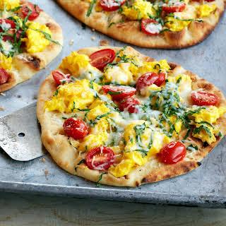 Mini Breakfast Egg, Tomato & Spinach Flatbread Pizzas.