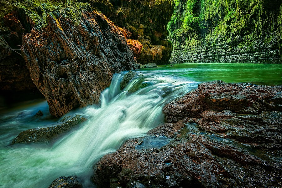 by Daniel Widjaja - Landscapes Waterscapes