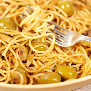Spaghetti with Green Olive Sauce