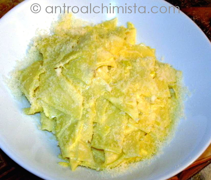 Pasta with Onion and Saffron Recipe