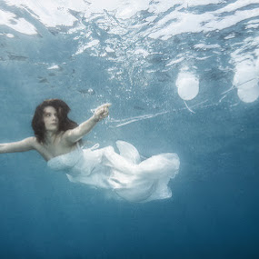 Floating away by Antonio Rossetti - Wedding Other ( girl, underwater, uw, wedding, dress, sea, balloons, bride, diving )