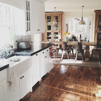 Kitchens like to soak up the summer sun, too.