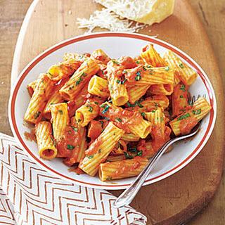 Rigatoni in Creamy Tomato Sauce