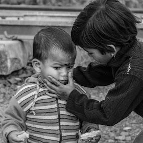 Innocent Love by Suman Nag - Babies & Children Children Candids ( child, moods, innocent, immotion, candid,  )