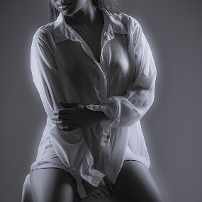 | dream away | by Photo Jovan - Black & White Portraits & People ( dreamy, girl, dream, dream away,  )
