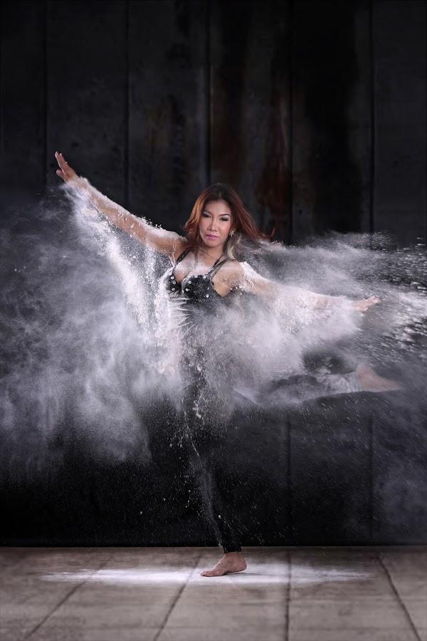 powder dancing by Fsm Fashionstudiomanila - People Professional People ( powder dance )