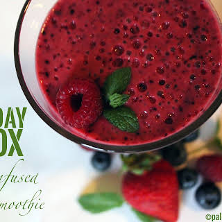 Mint-Infused Berry Smoothie.