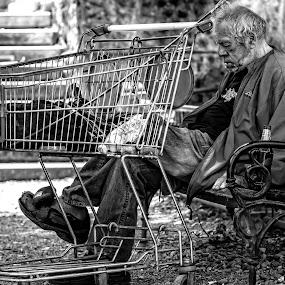 hard life nap by Darko Kovac - Black & White Portraits & People ( b&w, sad, cart, oldman,  )