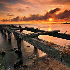 Trowagh Bay Sunrise. by Leslie Hanthorne - Buildings & Architecture Bridges & Suspended Structures