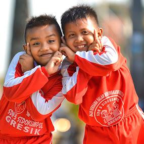 Yuk Keep Smile by Bandar Pak Ustad - People Street & Candids