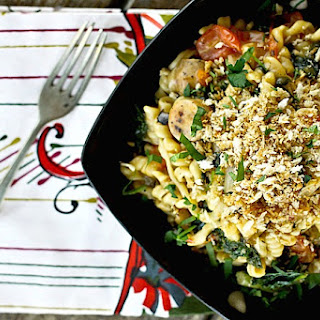 Chicken Sausage, Kale, and Mushroom One Pot Pasta {25 Minute Meal}