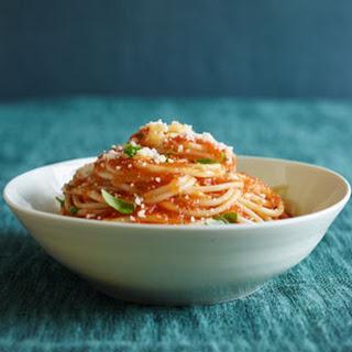 Simple Tomato Sauce With Pasta.