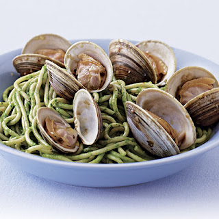 Spaghetti and Clams with Garlicky Green Sauce