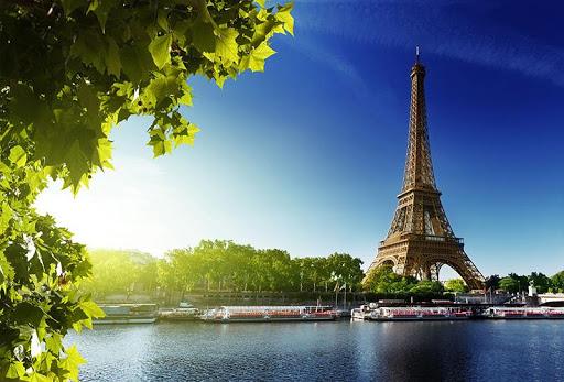Romantic Paris Wallpaper