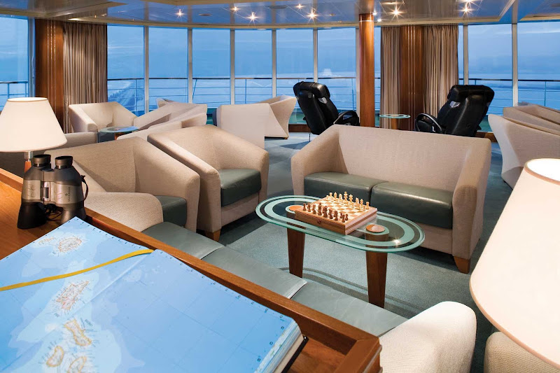 Silver Shadow's Observation Lounge offers a peaceful retreat above the bow of the ship. Get comfortable, enjoy a beverage and take in the sweeping ocean vistas.