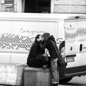 Con te, ogni giorno by Geanina Boureanu - City,  Street & Park  Street Scenes ( black and white, street, people )