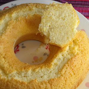 Potato Starch Cake with Almonds