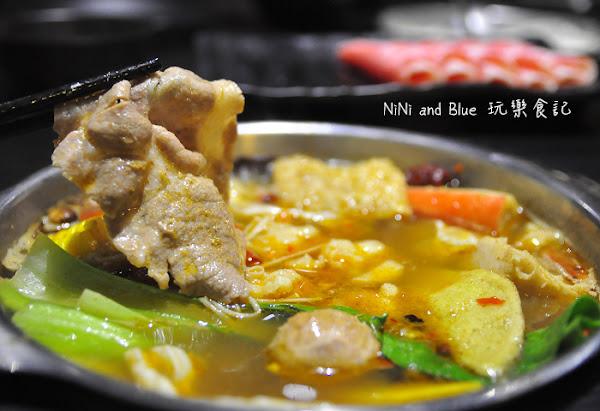 銅鍋子鍋物料理火鍋,中國復古風旗袍女侍上菜囉!老虎城Tiger City美食餐廳