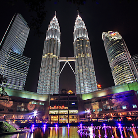 Kuala Lumpur Twin Tower by Steven De Siow - Buildings & Architecture Office Buildings & Hotels ( twin, malaysia, office tower, twin tower, kuala lumpur, city at night, street at night, park at night, nightlife, night life, nighttime in the city )