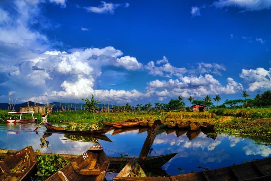 boat-man by R Pratama - Landscapes Waterscapes ( ambarawa, lake, boat, rawapening, man )