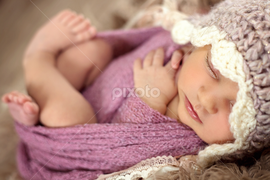 Baby Amelie by Claire Conybeare - Chinchilla Photography - Babies & Children Babies