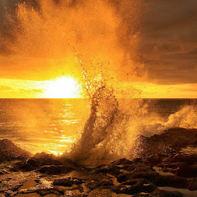 Goldie Splash by Agoes Antara - Landscapes Waterscapes ( pure, splash, nature, waterscape, sunset, wave, beach, seascape, motion, landscape, sun )