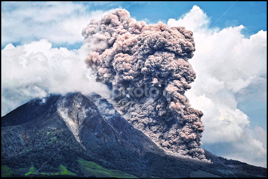 Pyroclastic flows of Sinabung Volcano by Kriswanto Ginting's - News & Events Disasters ( tanah karo, nikon kit, volcano, nikonshooter, mount, indonesia, nikon, sinabung, kriswanto.ginting,  )