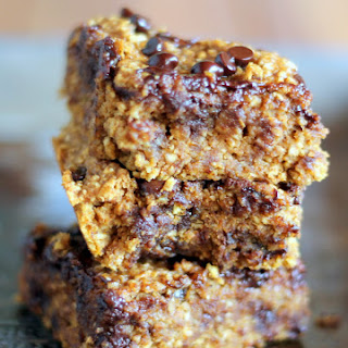 Healthy Pumpkin Chocolate Chip Oat Bars {vegan and gluten free}