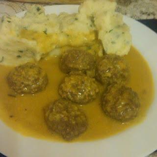 Albondigas en Salsa de Almendras y Azafran