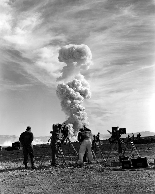 watching-nuclear-explosion (2)