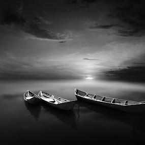 perahu senja by Indra Prihantoro - Black & White Landscapes ( boat )
