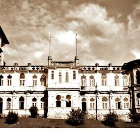 kellies castle by Prakash Prem - Buildings & Architecture Public & Historical