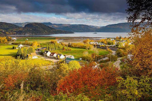 Fall foliage turns Saguenay, Québec, into a landscape worthy of a painting.