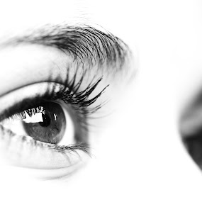 by Victor Queiroz - Black & White Macro