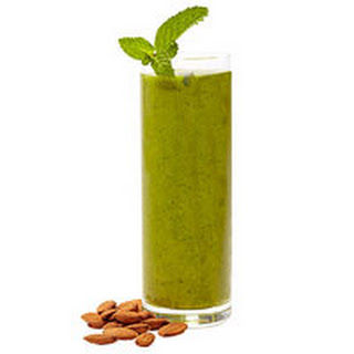 Green Sunrise Smoothie with Almonds.