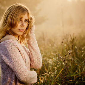 Faustyna by M . - People Portraits of Women ( sweater, blonde, girl, sunrise, morning, portrait )