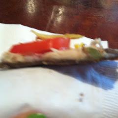Pizza w paper-thin crust