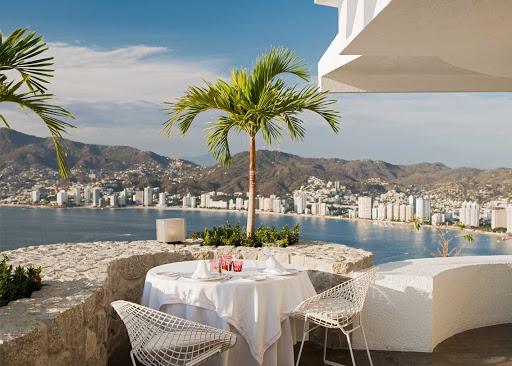 Acapulco-dining-alfresco - Al fresco dining in Acapulco.